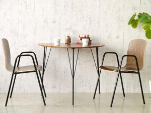 コンパクトなカフェ風テーブル