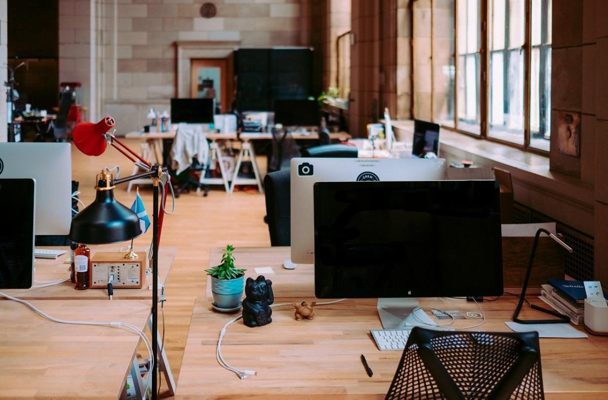 身長とオフィスの椅子・机の関係
