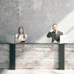 オフィスエントランスは会社の顔!おしゃれなデザイン家具を活用使用。見栄えだけじゃなく機能面にも注意してレイアウトを考える。